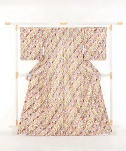 釜我敏子作 型絵染紬着物地「秋草文」のメイン画像
