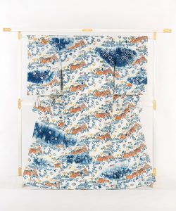 鈴木紀絵作 型絵染紙布訪問着地 「里風景」のメイン画像