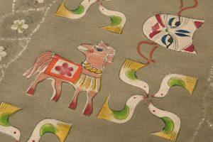 鈴木紀絵作 型絵染紬地九寸名古屋帯「縄目絞りに玩具箱」のサブ3画像