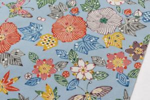 岡本隆志作 りんず型絵染帯地「芙蓉とサクラと蝶文」のサブ2画像