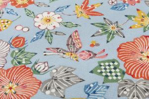 岡本隆志作 りんず型絵染帯地「芙蓉とサクラと蝶文」のサブ3画像